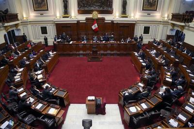 """El Congreso de Perú aprueba una polémica ley contra """"la usura financiera"""""""