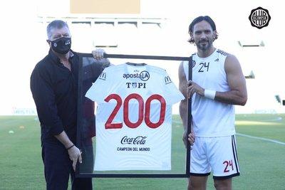 Roque Santa Cruz y su partido número 200 con la franja