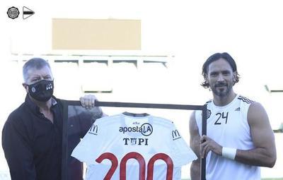 Roque Santa Cruz llega a 200 partidos con Olimpia