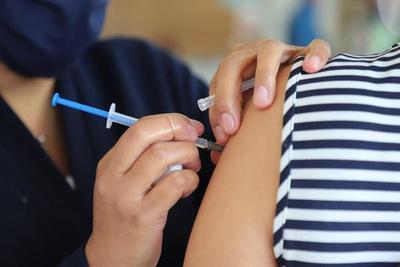 La batalla contra el coronavirus suma una vacuna británica y se anticipa la eficacia de la china
