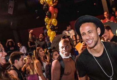 Neymar organiza una gran fiesta de Año Nuevo y le llueven las críticas