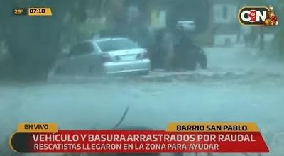 Raudales arrastran rodado en barrio San Pablo
