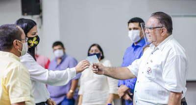 Gobernador de Caaguazú entregó aportes a proyectos comunitarios
