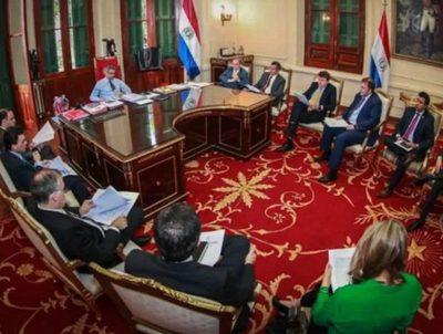 Analista político califica gestión de Mario Abdo y sus ministros · Radio Monumental 1080 AM