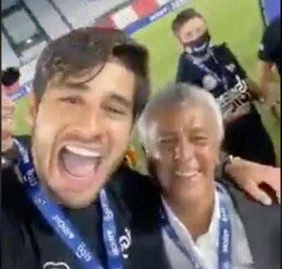 """La emoción de Iván Torres: abrazo a Néstor Gorosito y """"Gorotito, ehhh"""""""