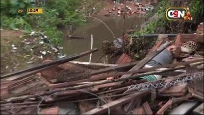 Villa Elisa: Vivienda derrumbada tras desborde de arroyo