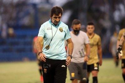 """Costas, muy golpeado y asegura que """"Guaraní merecía esta copa"""""""