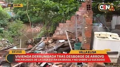 Vivienda se derrumba en Villa Elisa a causa de temporal