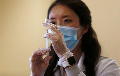Unos cincuenta países ya comenzaron a vacunar contra el covid-19