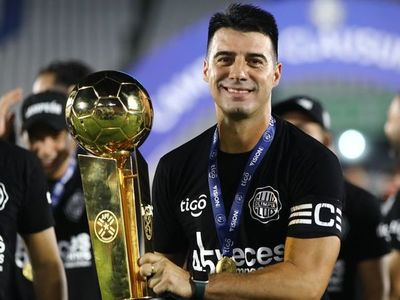 Julio César Cáceres: del título al cuerpo técnico de Néstor Gorosito