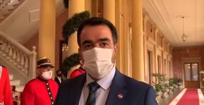En el Palacio, ministro Llamosas informó a Abdo sobre pedido de US$ 7 millones de Denis Lichi