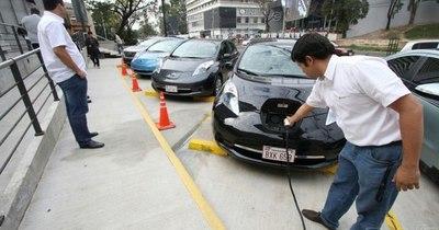 La Nación / Quieren instalar un centro tecnológico para promover industria automotriz de eléctricos en el país