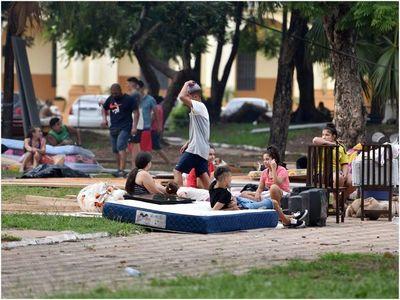 Afectados por incendio en la Chacarita pasarán el Año Nuevo en una plaza