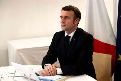 Francia condecora a ciudadanos implicados en la lucha contra la covid-19