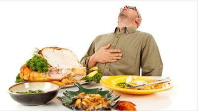 Cómo mitigar ingesta de alimentos en exceso durante cenas de fin de año