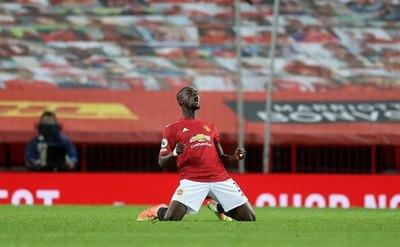 Manchester United se une al Liverpool en la cima