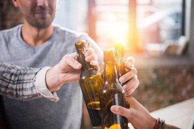 Beber alcohol de manera compulsiva, aumenta el riesgo de muerte por covid – Prensa 5