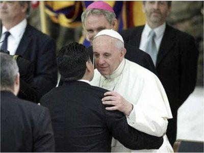 """Papa Francisco califica a Maradona como """"poeta y frágil"""""""