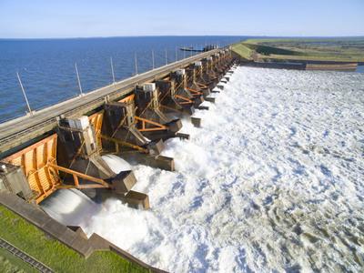 Generación de energía de Yacyretá aumentó casi 13% en comparación con noviembre