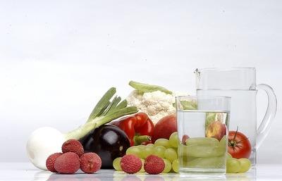 Recomiendan consumir abundante agua, frutas y verduras