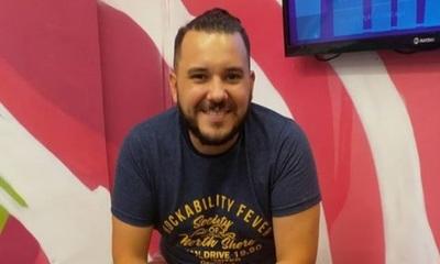 José Ayala recibió el 2021 emulando a Freddy Mercury