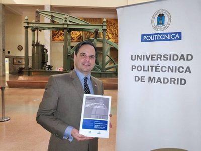 Paraguayo se gradúa con honores en Universidad de Madrid