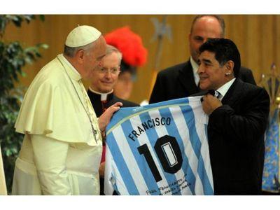 """Papa: """"Maradona era poeta en el campo y un hombre muy frágil"""""""