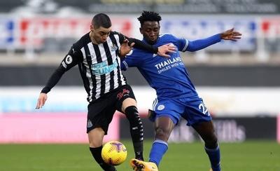 HOY / Leicester asesta otro golpe al Newcastle de Almirón