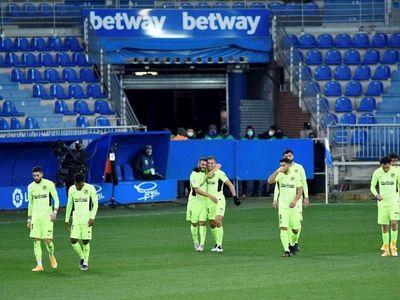 Suárez salva al líder en el minuto 90