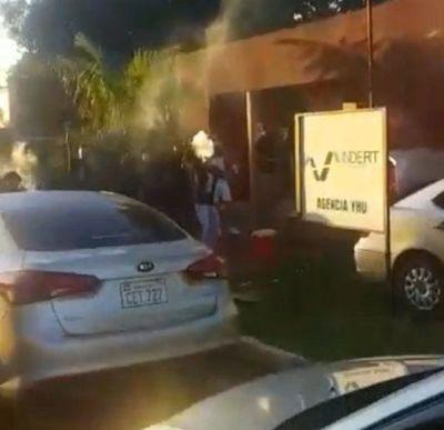 Intentaron ingresar a sede de Indert, en medio de barrullo de fiesta callejera