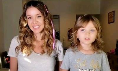 Dallys Ferreira y su hija recibieron el 2021 bailando