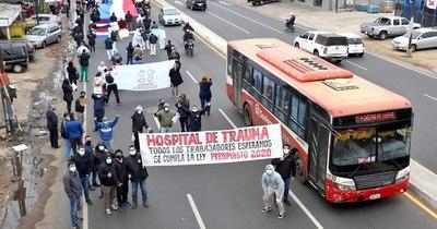 """La Nación / Médicos de Trauma: """"Queremos equipos e insumos, no aplausos"""""""