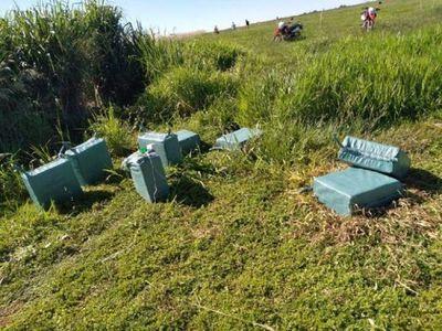 Supuestos narcos abandonan 410 kilos de cocaína tras enfrentamiento