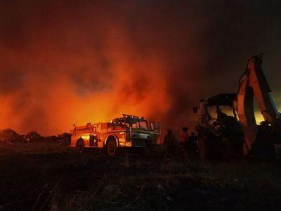 Tras un año se vuelve a incendiar el vertedero de  Minga Guazú