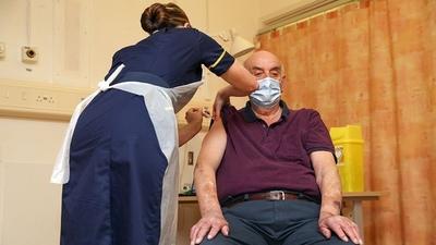 Reino Unido comienza a aplicar la vacuna de AstraZeneca/Oxford