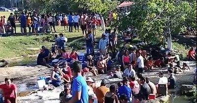 La Nación / Ante aglomeraciones en balnearios, policía aclara que solo labra acta y comunica a Fiscalía