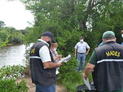 Mades toma muestras de arroyo ante denuncia de mortandad de peces