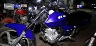 Le robaron la motocicleta y luego le pidieron dinero para recuperarla