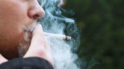 Decretan uso de cigarrillos y vapeadores solo en espacios abiertos
