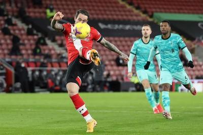 Southampton vence y escala, Liverpool sigue atascado