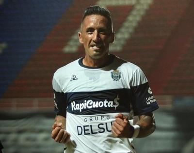 Lucas Barrios reaparece con un gol clave para Gimnasia