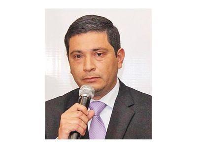 Ex viceministro rompe con Añetete y critica al presidente