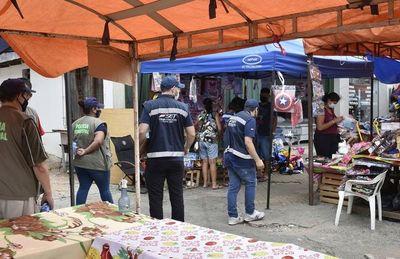 Comuna ahora dice que no cobrará a informales por el uso de las veredas