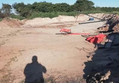 Criminal depredación de recursos naturales a lo largo del río Monday