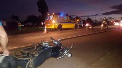 Mujer muere luego de ser atropellada por una moto y automóvil sobre Ruta PY02