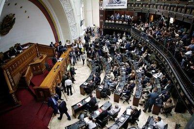 El régimen chavista pretende retomar el control de la Asamblea Nacional y la oposición extiende sus funciones