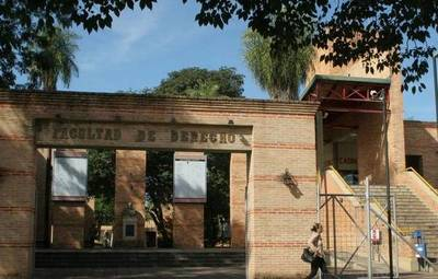 Derecho UNA: suspenden 120 contratos de docentes y crisis paralizaría la facultad