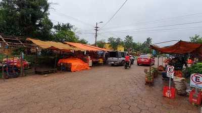Ocupación de espacios públicos en zona de mercado municipal es incontrolable