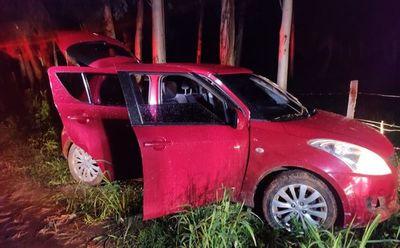 Asaltaron a un guardia, lo despojaron de su arma y huyeron en un auto robado