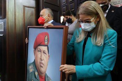 Chavismo instala nuevo Parlamento en Venezuela, Guaidó intenta resistir